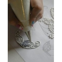 Tracing in Edible Cake Lace White